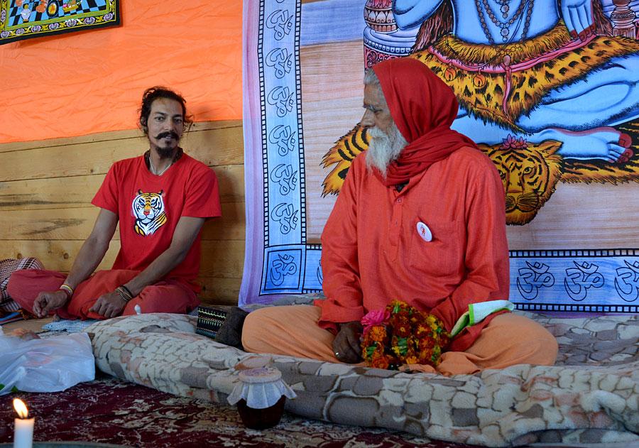Сатсанг Свами Ванкханди в Мезмае